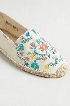 Floral pattern flat from anthropologie.com Sapatilha Bordada 5cd0bfac563cd