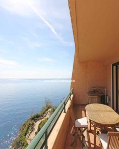 This is one of our favorite terraces. A great and quiet place, perfect for relaxing and enjoying the sun and beautiful sea views. Located in a residential complex in Mascarat, Altea (Spain)