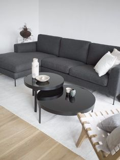 Living Room Accents, Living Room White, Living Room Sofa, Living Room Modern, Living Room Interior, Home Living Room, Black And White Living Room Ideas, Black Sofa Living Room Decor, Home And Deco