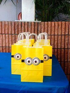 Está procurando ideias para as festas infantis dos Minions e, aqui você encontrará, roupas do MInions, bolos dos Minions, lembrancinhas do Minions e mais.