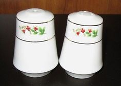 Vintage Christmas RED HOLLY BERRY Ceramic SALT & PEPPER SHAKERS Leaves Gold Trim.