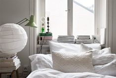 This amazing one room apartment simply has it all wrapped up in one beautiful package. Closet Bedroom, Home Bedroom, One Room Apartment, Apartment Therapy, Turbulence Deco, Shabby Chic Bedrooms, Home Decor Inspiration, Bed Frame, Bean Bag Chair