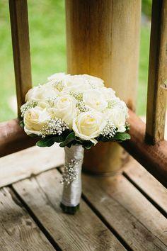 Fresh White Blooms - A Classic Bouquet | http://brideandbreakfast.ph/2015/12/06/superb-splendor/ | Photo: Marvin Aquino