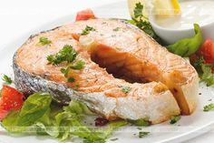 Znakomite dania rybne na rodzinne spotkania.Łosoś zapiekany z masłem. Potrzebujesz: filety z łososia, masło, przyprawy.
