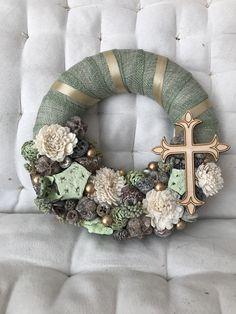 Funeral Flowers, Easter Wreaths, Ikebana, Easter Crafts, Burlap Wreath, Floral Arrangements, Mandala, Diy Crafts, Creative