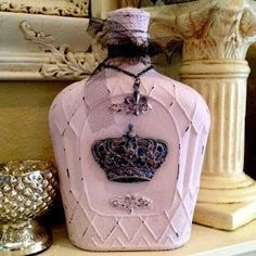 Plays Well With Paper: Vintage Valentine Home Decor - Black, Burlap, and Pink Altered bottles. Love this idea but with robin eggs blue super cute! Reuse Bottles, Liquor Bottles, Bottles And Jars, Glass Jars, Alcohol Bottles, Liquor Bottle Crafts, Wine Bottle Art, Diy Bottle, Bottle Lamps