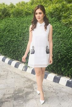 Sofia Filipino Fashion, Filipina Actress, Celebs, Celebrities, Squad, Ph, Pattern Design, Celebrity Style, Fashion Inspiration