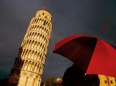 Pisa #red #umbrella. Leaning Tower of Pisa, Italy, by Luis Filipe Catarino.
