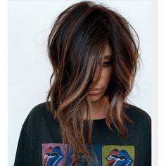 Caramel Highlights On A Dark Brunette Base - Hair - Beauty Medium Hair Styles, Short Hair Styles, Hair Affair, Brown Hair Colors, Brunnete Hair Color, Dark Fall Hair Colors, Great Hair, Ombre Hair, Bayalage On Short Hair