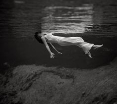 A floating woman at Weeki Wachee Springs, by Toni Frissell. Published in Harper's Bazaar in 1947.
