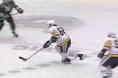 With 66 days until the season heres Mario Lemieux with an iconic goal vs the North Stars Mario Lemieux, Nhl Players, Hockey Games, Good Old, Best Games, Daring Greatly, Stanley Cup, Pittsburgh Penguins, Stars