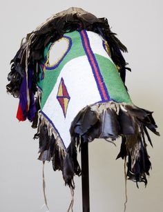 A Blackfoot horse mask. No date or artist noted. Native American Horses, Native American Decor, Native American Artifacts, Native American Beading, Native American History, Horse Costumes, Teen Costumes, Woman Costumes, Pirate Costumes