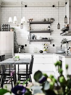 "Foto ""pinnata"" dalla nostra lettrice Stella Barillari A serene Swedish home in muted green and grey"