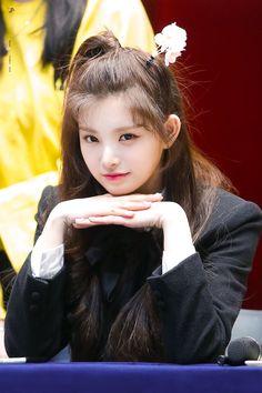 Kpop Girl Groups, Korean Girl Groups, Kpop Girls, K Pop, Sana Cute, Gfriend Sowon, Yuehua Entertainment, Kpop Outfits, Pop Group