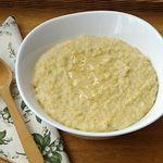 Jáhlyjsou loupané proso a patří knejstarším plodinám vůbec. Obsahují nejvíce minerálních látek potřebných pro stavbu kostí, vaziva a pro tvorbu kloubní tekutiny.Před vařenímjáhly přebereme a nasypeme na sítko. Oatmeal, Vegetables, Breakfast, Food, Meal, Eten, Vegetable Recipes, Meals, Veggies