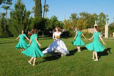 Fun wedding photography idea: spinning bridesmaids!