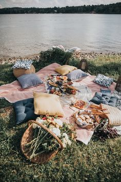 Bring the Indoors Outside with a Picnic at the Lake — Teaselwood Design Nature Aesthetic, Summer Aesthetic, Aesthetic Food, Aesthetic Outfit, Enjoy Summer, Summer Vibes, Late Summer, Picnic Date, Fall Picnic