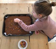 Sjokoladekake uten egg - Plusstid Pudding, Eggs, Baking, Desserts, Food, Baking Soda, Deserts, Custard Pudding, Egg