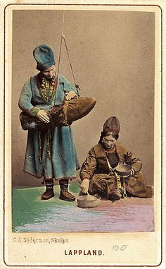 Exhibited Sami clothing, Sweden. 1800's. Dräktdockor skulpterade av C A Söderman. Två kvinnor i samiska dräkter.