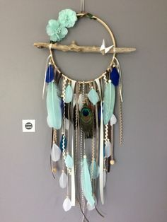 ▷ Tinker ideas for dream catchers - learn more about the Indian tradition - Untreated wood dream catcher with many painted feathers - Dreams Catcher, Los Dreamcatchers, Diy And Crafts, Arts And Crafts, Feather Dream Catcher, Diy Tumblr, Creation Deco, Feather Painting, Wooden Beads