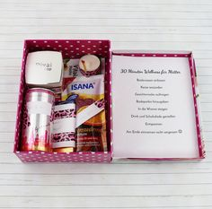 Beautiful DIY gift idea for women: wellness package - Geschenkideen - Gifts Mother Birthday Gifts, Happy Birthday Cards, Birthday Greeting Cards, Birthday Presents, Crafts For Teens To Make, Diy Crafts To Sell, Easy Crafts, Kids Diy, Craft Christmas Presents