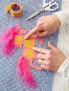 Schultüte: Bastelband aufkleben