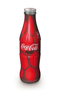 "Modelito de ""Devota & Lomba"" para botella de Coca Cola"