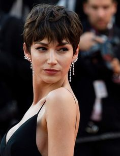 Spanish actress Ursula Corbero poses as she arrives on May 8 2018 for the screening of the film 'Todos Lo Saben ' and the opening ceremony of the. Very Short Haircuts, Spanish Actress, Penelope Cruz, Dream Hair, Pixie Hairstyles, Pixie Haircut, Short Hair Cuts, Short Pixie, Cannes