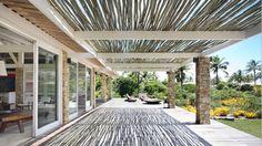 Como fazer pergolado em casa e ampliar a cobertura de maneira prática e moderna, com ambientes leves e bonitos.