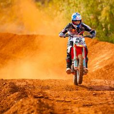 Ryan Dungey joins the Skullcandy Fam Off Road Racing, Street Racing, Fox Racing, Ryan Dungey, Motocross Girls, Mx Bikes, Knight In Shining Armor, Bike Rider, Dirtbikes