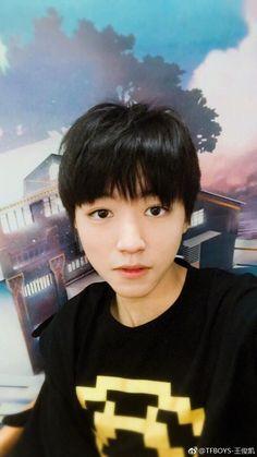 [171004] Vương Tuấn Khải update weibo: (trungthu) Ánh trăng ngày mười lăm, mười lăm phát....