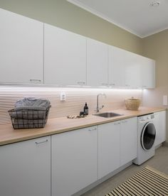 This beautiful utility room is decorated with natural tones and surfaces, including our wooden panel in the wall. Bathroom Toilets, Bathroom Essentials, Sweet Home, Kitchen Cabinets, Home Appliances, Interior Design, Storage, House, Furniture
