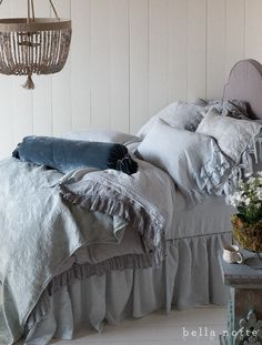 Cottage Chic | Bella Notte | Beds | Mineral and Silvermist