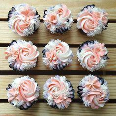 """877 Likes, 22 Comments - Keyk (@keyk.de) on Instagram: """"Schaut mal wie unfassbar schön diese Buttercreme Blumen sind. Von @sweetpetalcake From now on,…"""""""