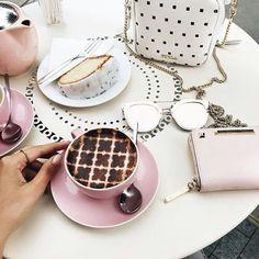 Cuando estás conectado(a) positivamente con tu entorno todo fluye en función de eso.  Desarrolla tu Emprendimiento con emocionalidad positiva y visión de éxito. !Feliz Jueves!  #comunidad @thecoffeelifestyle  #publicidad #gastronomia #coaching #emprendedores #impulso #acompañamiento #negocios #redessociales #tiendas #empleos #cafe #chocolate  #alimentacion #belleza #moda  #marca #mercado #branding #marketing #maracay #venezuela