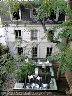 Elegant private home, Paris - I enjoy the way Parisians artfully and tastefully blend the antique and the modern.
