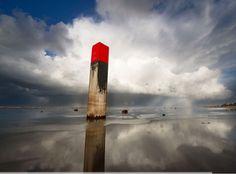 Prachtige winterse luchten boven het Noordzee strand op Terschelling