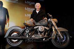 """Ángel Nieto ha sido el maestro de ceremonias en la presentación de """"La moto de Logan. Un tributo a Lobezno"""""""