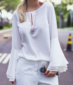 52 White Elegant Blouses To Update You Wardrobe - Global Outfit Experts Stylish Outfits, Fashion Outfits, Sleeves Designs For Dresses, Elegant Outfit, Blouse Styles, Mode Style, Street Style Women, Blouses For Women, Fashion Looks