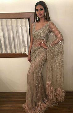 credits to: ! love this sari Indian Wedding Outfits, Pakistani Outfits, Bridal Outfits, Indian Outfits, Party Outfits, Dress Indian Style, Indian Fashion Dresses, Indian Designer Outfits, Fashion Suits