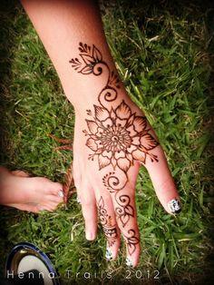 Henna flower - Henna Trails, via Flickr #hennainspiration