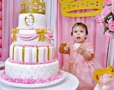 1 aninho da Lais ~  Festa de criança é sempre muito fofa!  #felizaniversario #festademenina #maedemenina #aniversariodemenina #princesa #princess #itsagirl #happybirthday #rosa #pink #dourado #gold #pinkandgold #delicado #delicate #party #partykids #ratimbum #parabens #lais #primeiroano #primeiroaninho #cake #bolo #bolodeaniversario #fotografia #photo #fotografamilenaballiano #fotografasmulheres http://misstagram.com/ipost/1573655490726275077/?code=BXWv1TLlSgF