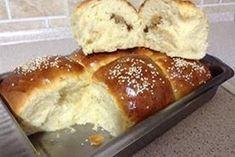 ΜΑΓΕΙΡΙΚΗ ΚΑΙ ΣΥΝΤΑΓΕΣ: Τσουρέκι ή Μπριός γεμιστό! Θα σας ξετρελάνει! Greek Desserts, Greek Recipes, Low Calorie Cake, Food Network Recipes, Cooking Recipes, Jam Tarts, Bread Cake, Vegan, Diy Food