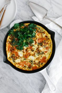 This healthy, smoked salmon frittata is the perfect breakfast (or Sunday brunch recipe). It's naturally gluten-free, paleo-friendly and is sure to impress. It can also be made dairy-free. Best Brunch Recipes, Breakfast Recipes, Breakfast Wraps, Seafood Recipes, Cooking Recipes, Healthy Recipes, Fish Recipes, Healthy Foods, Keto Recipes