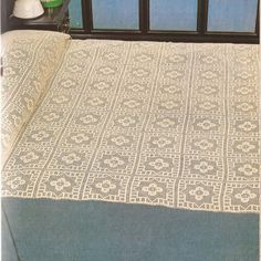 Patrón Cubrecama a punto de red a Crochet. Contemporary, Rugs, Home Decor, Pinterest Board, Crocheting, Dots, Home, Farmhouse Rugs, Decoration Home