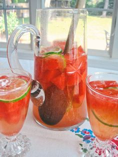 Perfect Pitcher Drink Recipe for Summer: Sparkling Watermelon Sangria THE HAPPY HOUR.I bet my watermelon loving sister would love this drink! Party Drinks, Cocktail Drinks, Fun Drinks, Beverages, Colorful Cocktails, Cocktail Ideas, Drinks Alcohol, Easy Drink Recipes, Sangria Recipes