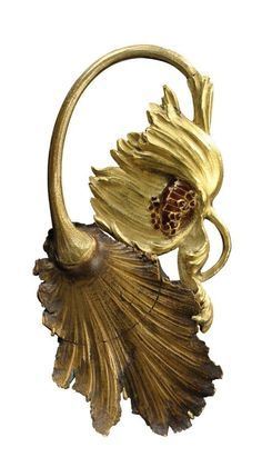 René Lalique (1860-1945) - Yellow gold brooch representing an open poppy partially enamelled in red, circa 1895-1900