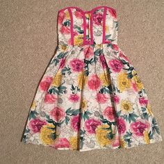 Spring Dress NWOT super cute floral dress! Zips on the side and also has room to stretch in the back. Dresses