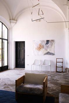 Appesa, un'opera realizzata da uno degli artisti che soggiornano a Villa Lena