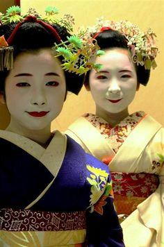"December 2014: maiko Kanoemi and her younger ""sister"" Kanohiro"